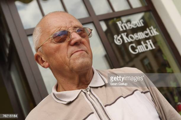 Local Manfred Iser speaks to a reporter from Hamburger Abendblatt August 22 2007 in Muegeln Germany A group of approximately 50 youths some of whom...