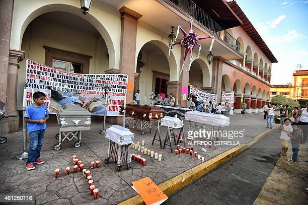 Local residents protest against the violence and organized crime in their community on January 9 2014 in Apatzingan A deadly clash erupted on January...