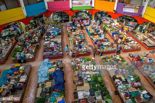 Local traders selling theirs goods and dried food  at Kota Bharu Main Market : Stock Photo