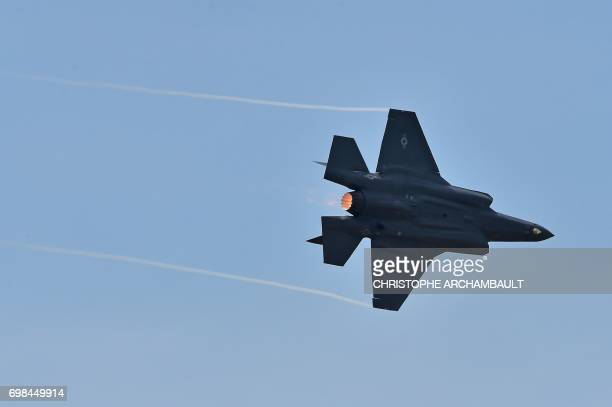 A Lockheed Martin F35 fighter jet performs its flight display at Le Bourget on June 20 2017 during the International Paris Air Show / AFP PHOTO /...