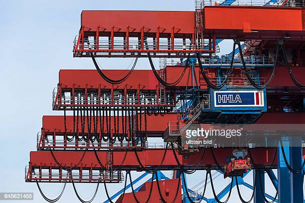 Logo der Hamburger Hafen und Logistik AG am Ausleger einer Containerbrücke im Container Terminal Altenwerder im Hamburger Hafen