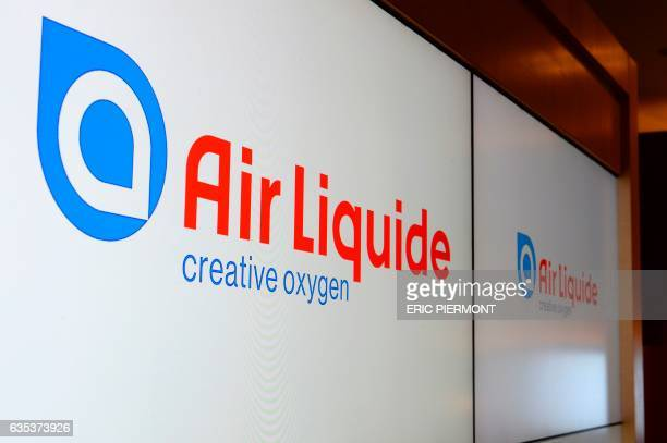 Logo of French industrial gas company Air Liquide taken at the presentation of the group's 2016 results in Paris on February 15 2017 / AFP PHOTO /...