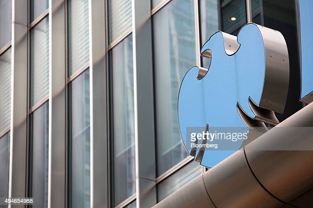 A logo sits on the Barclays Plc headquarters in the Canary Wharf business financial and shopping district of London UK on Wednesday Oct 28 2015...