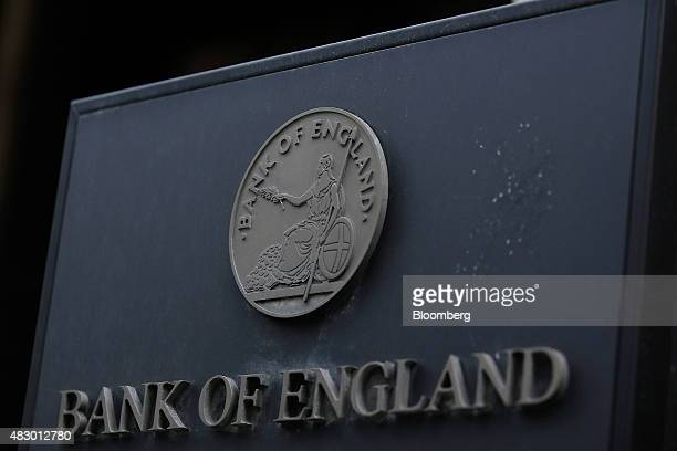 A logo sits outside of the Bank of England in the City of London UK on Wednesday Aug 5 2015 The pound strengthened as Bank of England policy makers...