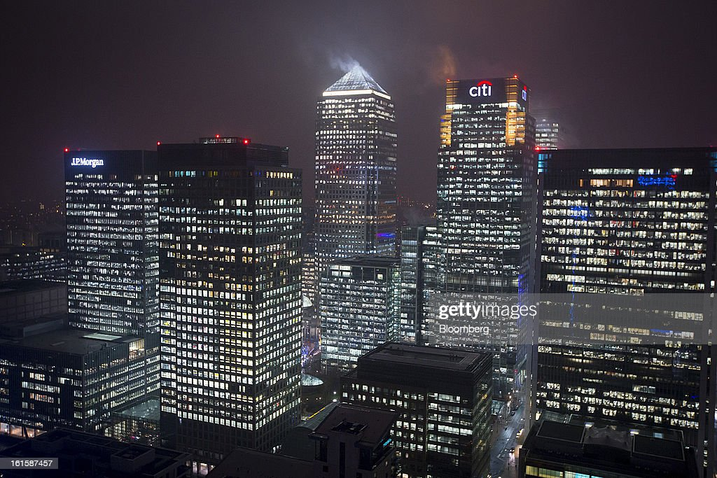 Logos for Citigroup Inc., center, and JPMorgan Chase & Co., left, are seen illuminated at night on office buildings in the Canary Wharf business and financial district in London, U.K., on Monday, Feb. 11, 2013. U.K. inflation held at the highest rate since May last month and pipeline prices pressures increased as crude oil costs rose. Photographer: Jason Alden/Bloomberg via Getty Images