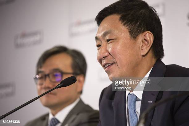 Loh Chin Hua chief executive officer of Keppel Corp right speaks as Chan Hon Chew chief financial officer of Keppel Corp listens during a news...