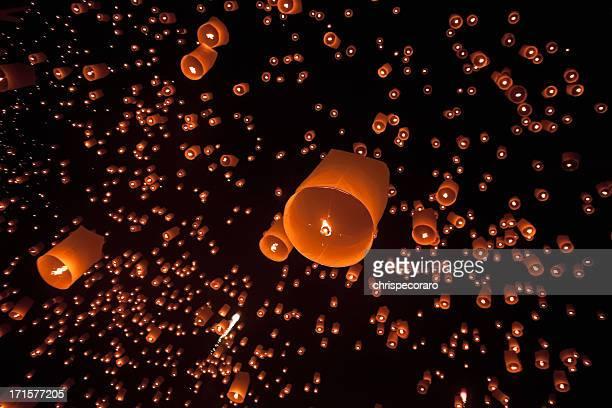 Festa di Loi Krathong massa Lanterna lancio