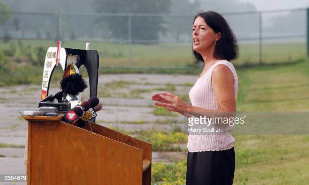 Lois Gibbs a former resident and community leader speaks at Love Canal to commemorate the 25th Anniversary of the toxic waste landfill August 1 2003...