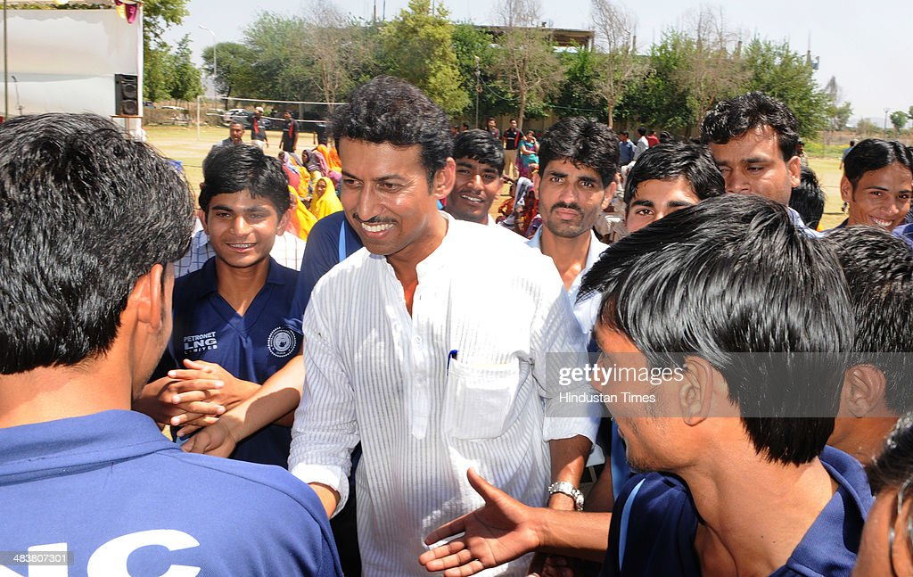 BJP Lok Sabha candidate for Jaipur Rural Constituency, Colonel Rajyavardhan Singh Rathore interacts with villagers and students at a dental college while campaigning in Kukas village on April 10, 2014 in Jaipur, India.