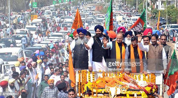 Lok Sabha candidate from Amritsar Arun Jaitley being welcomed by State President kamal Sharma and SAD leader and Cabinet Minister Bikram Majithia...