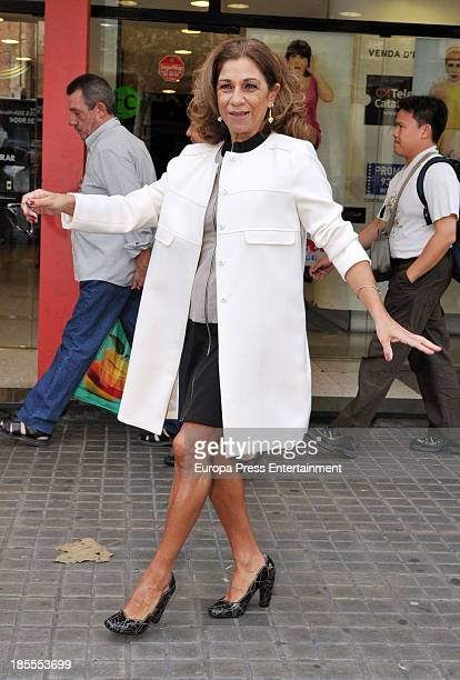 Lolita Flores attends the presentation of 'Mas Sofocos' theatre play at Teatre Condal on October 21 2013 in Barcelona Spain