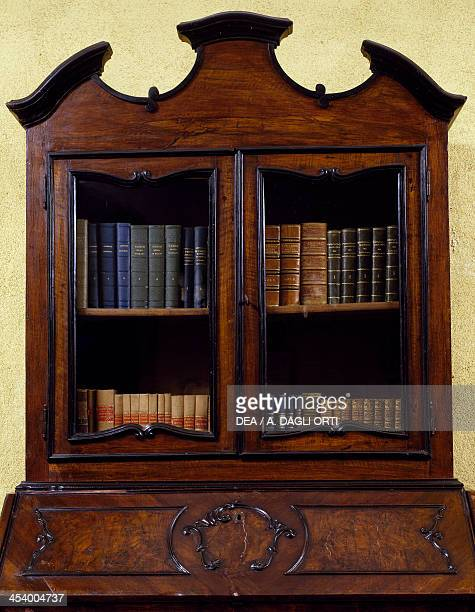 Lombard trumeau cabinet with walnut root veneer finish restored drop leaf Italy 18th century Detail