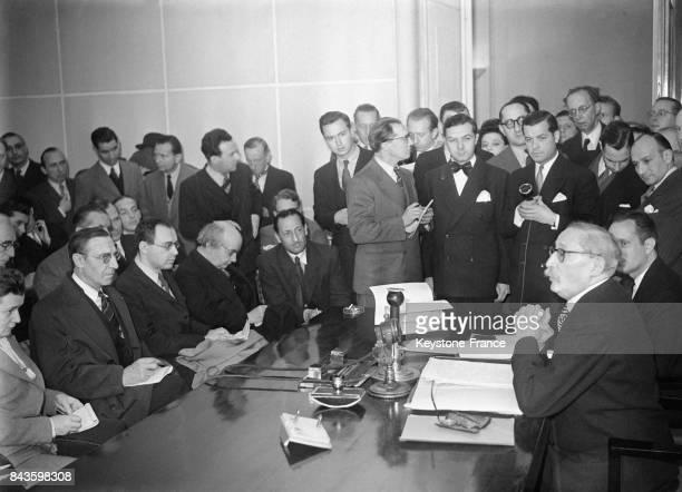 Léon Blum durant la conférence de presse au ministère de l'Information à son retour des EtatsUnis à Paris France en 1946