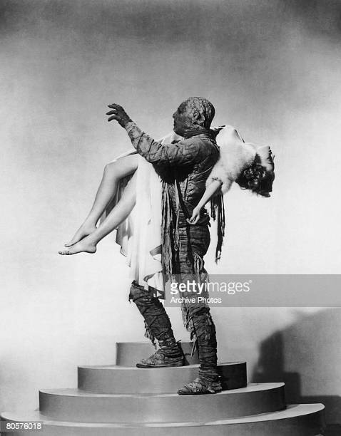 Lon Chaney Jr as Kharis the Mummy and Elyse Knox as his beautiful but helpless prey in the Universal horror film 'The Mummy's Tomb' 1942