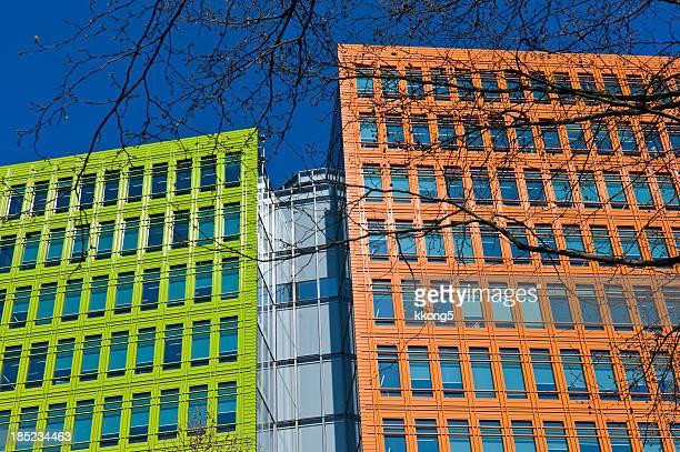 London Architecture: Bâtiments colorés moderne sous le soleil de l'après-midi
