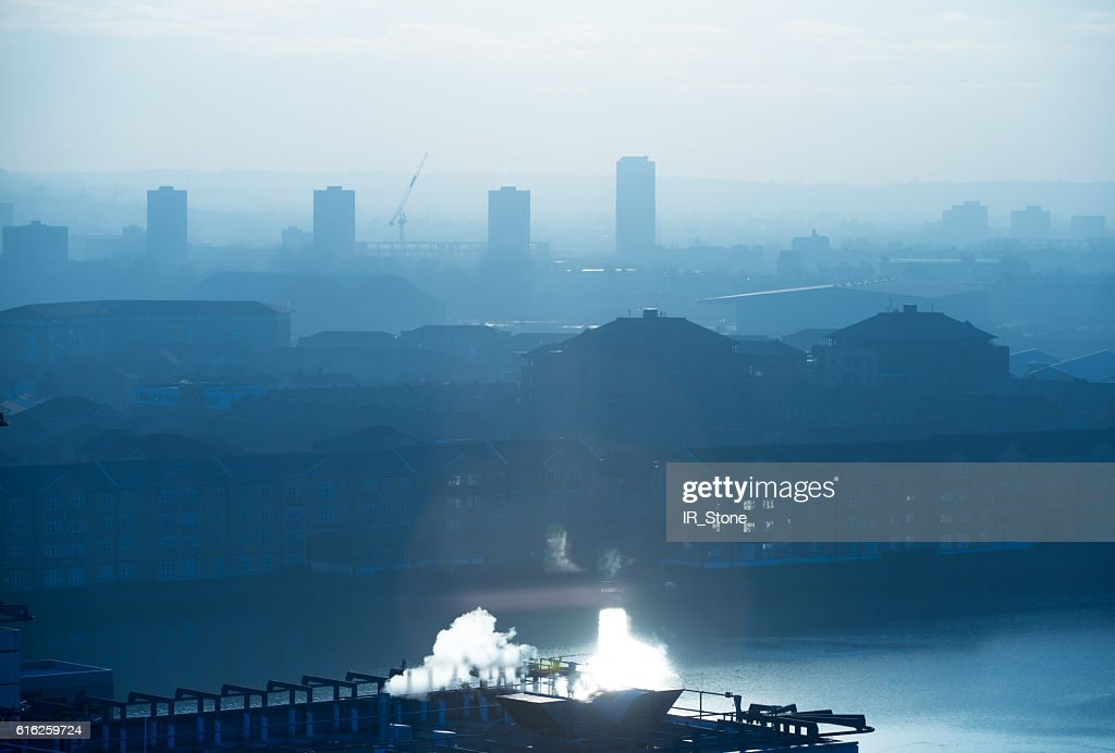 London at sunset,  view of the capital in foggy evening : Foto de stock