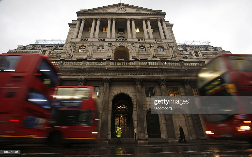 London buses pass outside the Bank of England (BOE), in London, U.K., on Friday, Nov. 23, 2012. Bank of Canada Governor Mark Carney was unexpectedly appointed as the next head of the Bank of England, succeeding Mervyn King. Photographer: Simon Dawson/Bloomberg via Getty Images