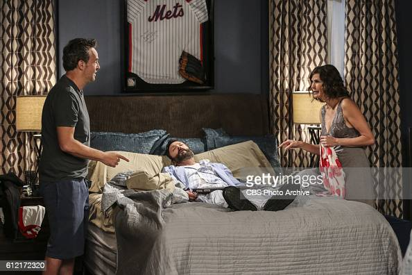 cbs 39 s the odd couple season 3 foto e immagini getty. Black Bedroom Furniture Sets. Home Design Ideas