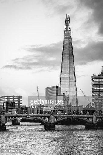 Ciudad de Londres y el the Shard tower en monocromo de alto contraste : Foto de stock