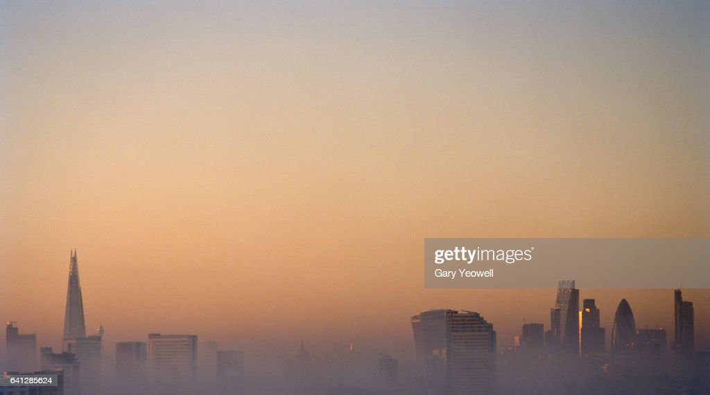 London city skyline on a foggy evening : Stockfoto
