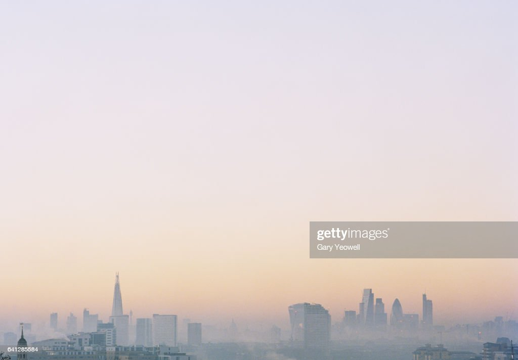 London city skyline with Shard in the mist : Stock-Foto