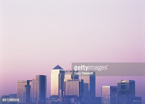 London Docklands skyline at sunset : Stockfoto
