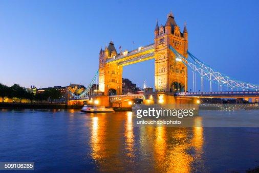 UK, London, Golden time of tower bridge