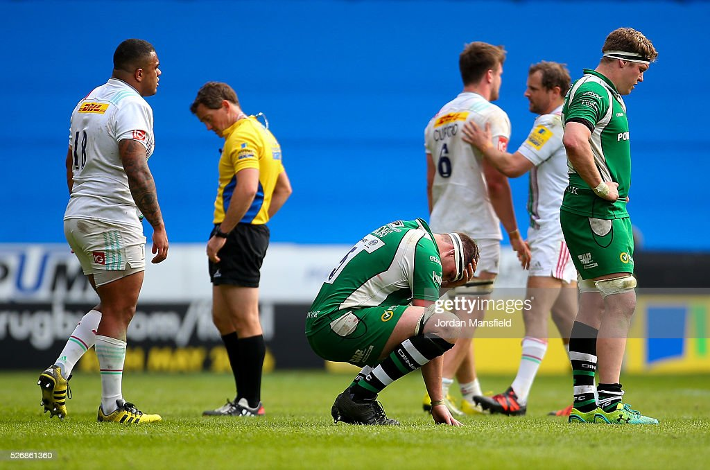 London Irish players look dejecter after their loss in the Aviva Premiership match between London Irish and Harlequins at the Madejski Stadium on May 01, 2016 in Reading, England.