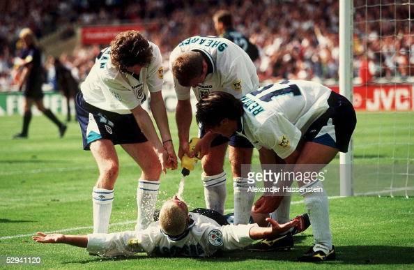 EURO 1996 SCO ENG 02 London JUBEL nach 02 durch Paul GASCOIGNE vlks Steve MC MANAMAN Teddy SHERINGHAM Jamie REDKNAPP