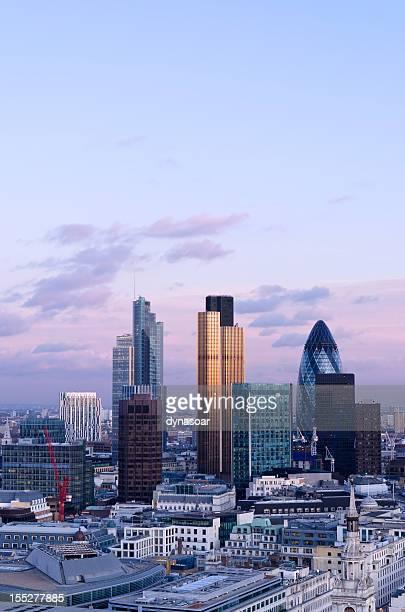 London Skyline in der Dämmerung