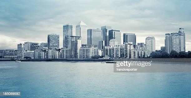 ロンドンのカナリー・ワーフのスカイラインスチール