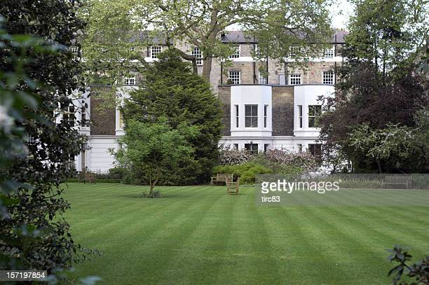 London townhouse front lawn