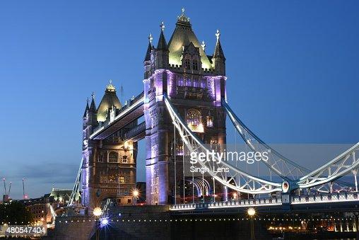 Londres, Reino Unido à noite, Tower Bridge : Foto de stock