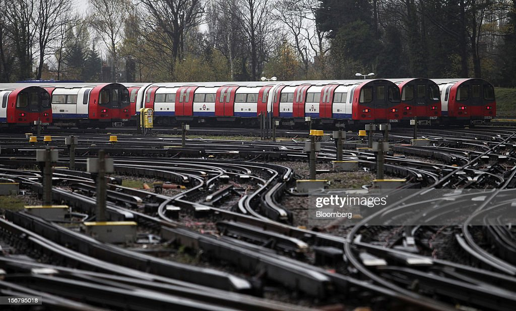 London Underground Northern Line trains stand in sidings at Alstom SA's Traincare Centre in the Golders Green district of London, U.K., on Wednesday, Nov. 21, 2012. Transport for London (TFL), who oversee the U.K. capital's public transport system, issued 300 million pounds ($476 million) of bonds five months ahead of schedule to take advantage of investor demand as it continues its 35 billion-pound transport investment program. Photographer: Chris Ratcliffe/Bloomberg via Getty Images