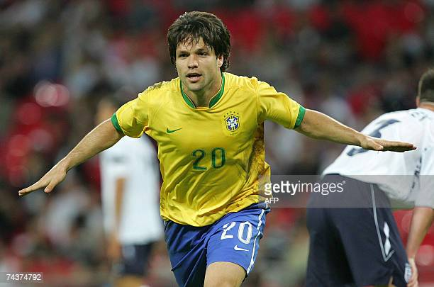 Brazilian footballer Diego celebrates after scoring an equalizer against England at Wembley stadium in London 01 June 2007 AFP PHOTO/CARL DE SOUZA