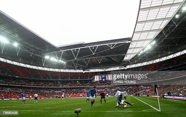 Italy's Raffaele De Martino takes the ball away from England's Leroy Lita at the new Wembley stadium in London 24 March 2007 Italy's Gianpaolo...