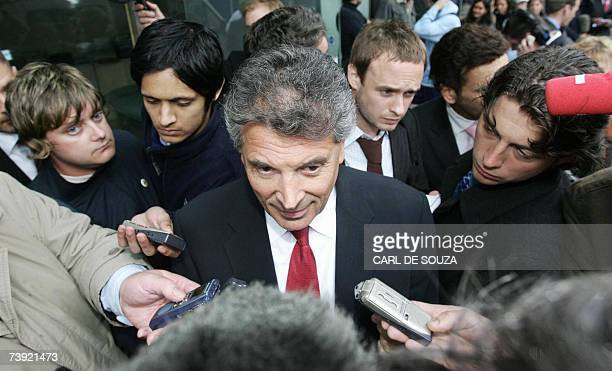 This picture taken 01 June 2005 in London shows Arsenal Vice Chairman David Dein talking to the media David Dein the Gunners vicechairman who brought...