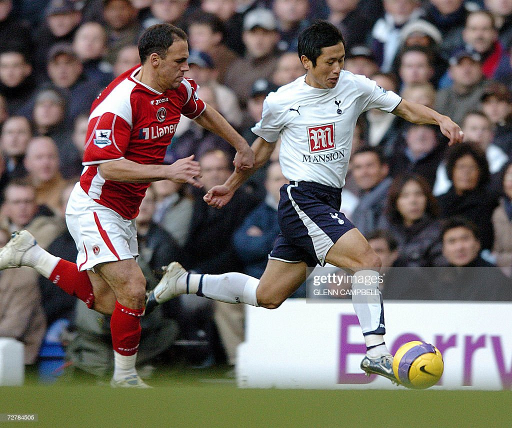 Tottenham Hotspur's Korean player Young-Pyo Lee (R) vies with the ball against a Charlton Athletic player (unidentified) during their English Premiership match at White Hart Lane in north London, 09 December 2006. AFP PHOTO / GLENN CAMPBELL Mobile and website use of domestic English football pictures subject to subscription of a license with Football Association Premier League (FAPL) tel : +44 207 298 1656. For newspapers where the football content of the printed and electronic versions are identical, no licence is necessary.