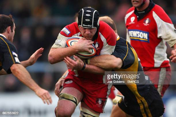 London Wasps' Fraser Waters and Lawrence Dallaglio tackle Gloucester Rugby's Peter Buxton