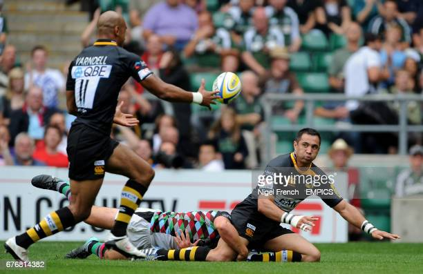 London Wasps' Ricky Flutey passes to Tom Varndell who scores against Harlequins' under the posts