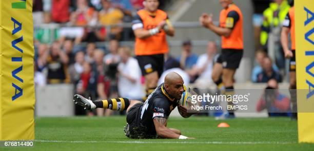 London Wasps' Tom Varndell scores a try under the posts against Harlequins'