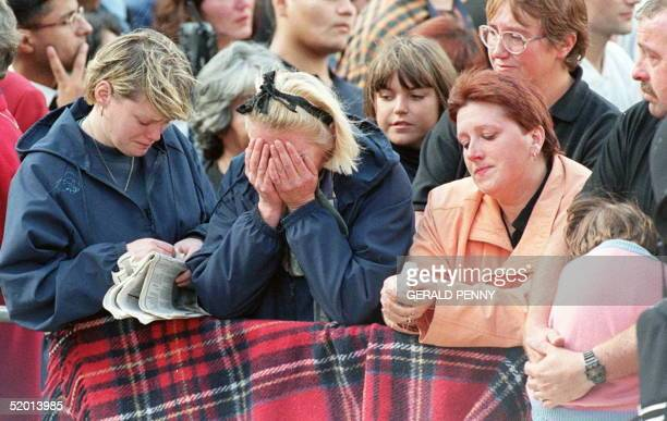 Londoners weep as the coffin of Diana Princess of Wales passes by on it's way to Westminster Abbey 06 September for the funeral service The Princess...