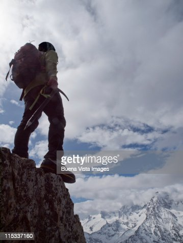 Lone climber on top of a peak : Foto de stock