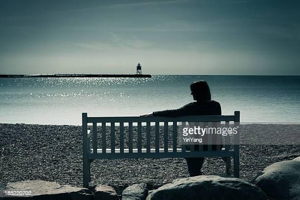 Lone donna Vedova, divorziato o solitario, valutando disperazione, tristezza, depressione