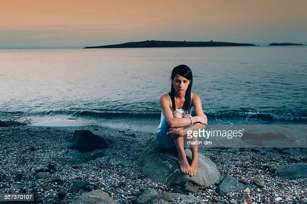 Einsam Mädchen am Strand