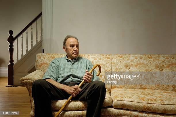 Solitude senior à la maison