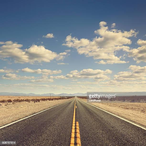 Lange desert road
