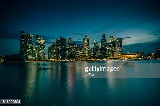 Long exposure dusk cityscape with low key filter : Foto de stock