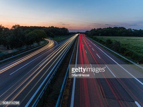 Langzeitbelichtung der Deutsche Bundesautobahn : Stock-Foto