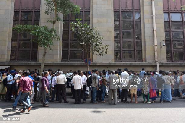 Long queues of people outside RBI as there is only 3 days left to exchange the old 500 and 1000 rupee notes at Fort on March 29 2017 in Mumbai India...